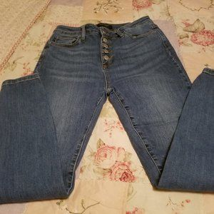 HIGH WAISTED BUTTON SKINNY FIT